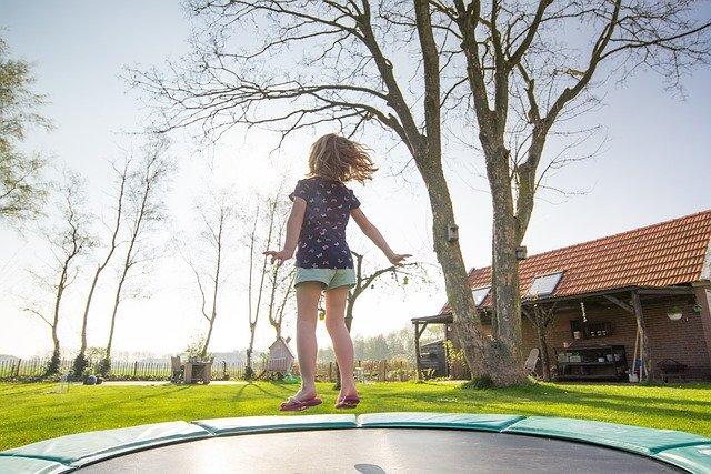 børn trampolin